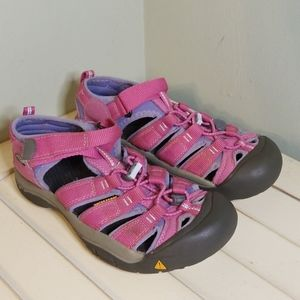 Keen Newport H2 Pink Sandals Youth size 5